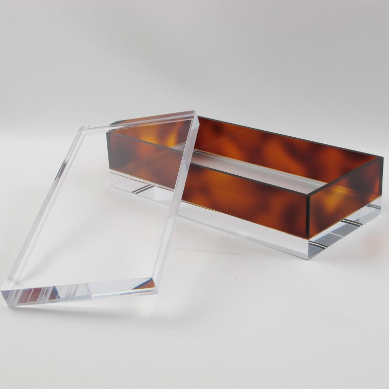 Stylish French 1970s modernist lidded box. Crystal clear and faux tortoiseshell (tortoise) color Lucite or plexiglass, long geometric rectangular shape. No visible maker's mark. Measurements: 9.07 in. wide (23 cm) x 4.50 in. deep (11.5 cm) x 2.75