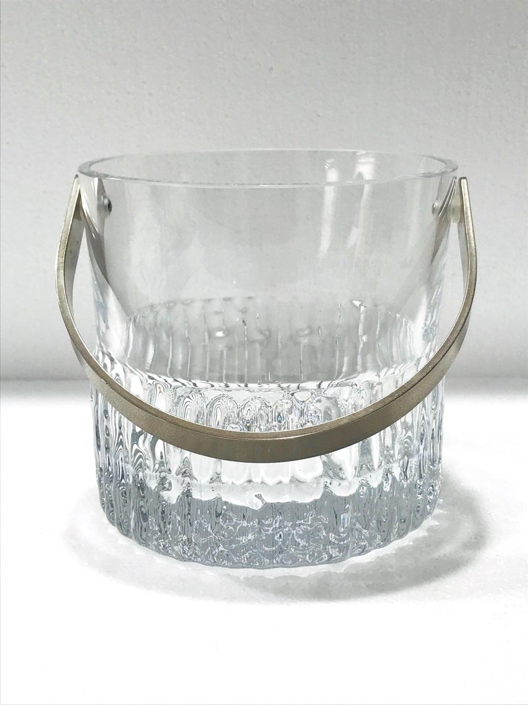 Mid-Century Modern 1970s French Vintage Crystal Ice Bucket with Fluted Ice Glass Design For Sale