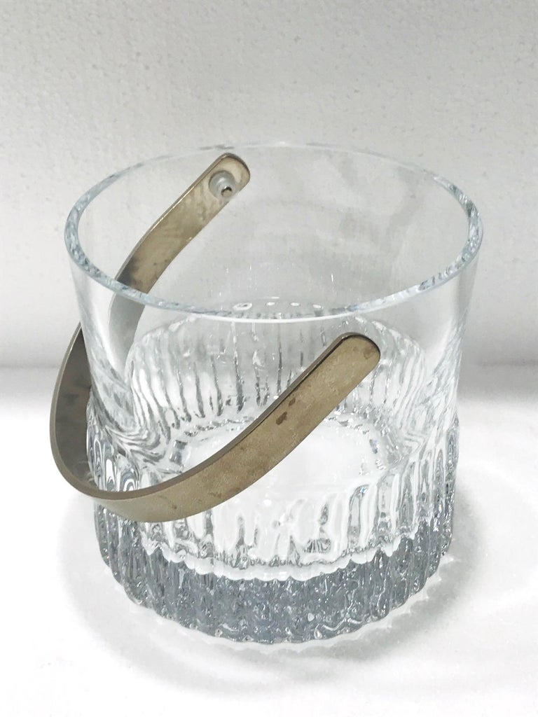 Brushed 1970s French Vintage Crystal Ice Bucket with Fluted Ice Glass Design For Sale