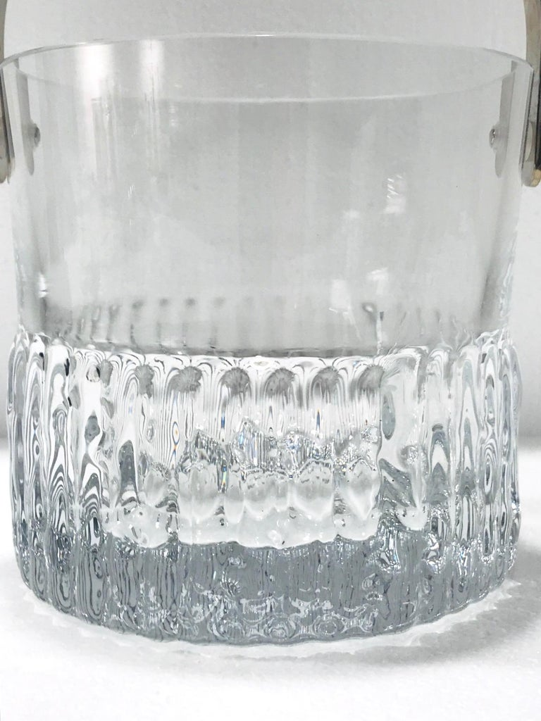 1970s French Vintage Crystal Ice Bucket with Fluted Ice Glass Design In Good Condition For Sale In Miami, FL