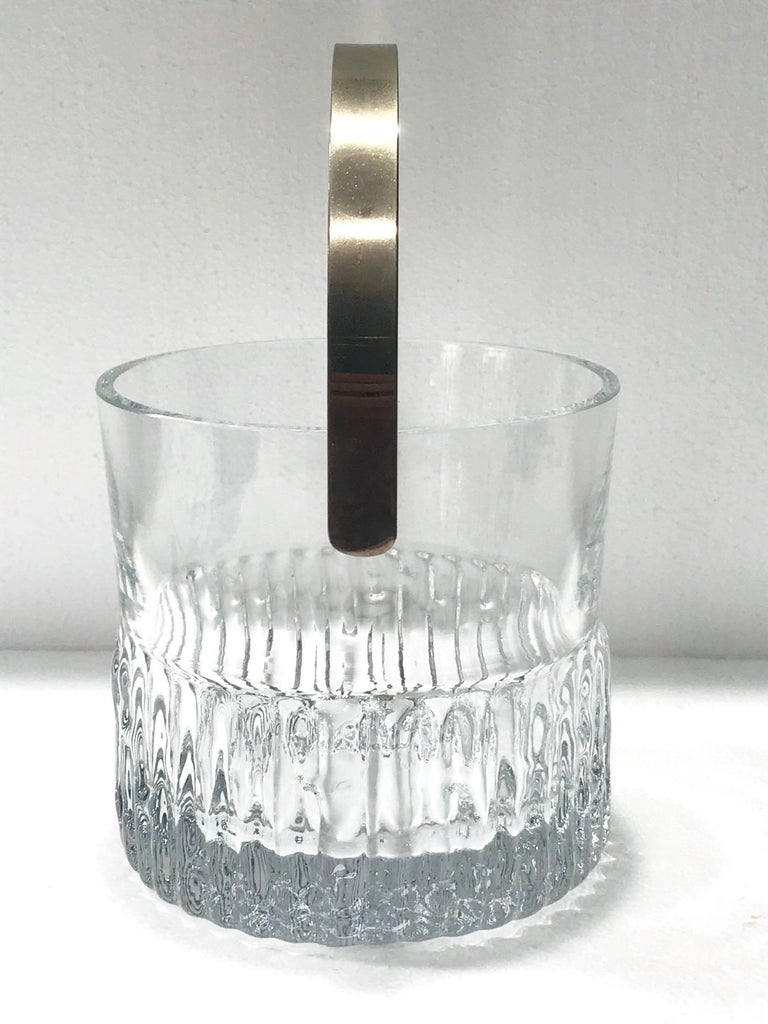 1970s French Vintage Crystal Ice Bucket with Fluted Ice Glass Design For Sale 2