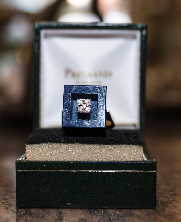 One of a kind, unique, exquisite and beautiful yellow gold ring with malaquita stone in cube shape and four diamonds embedded in the middle. French jewelry 1970s, with their contrasts. In a perfect condition. It comes from a private French