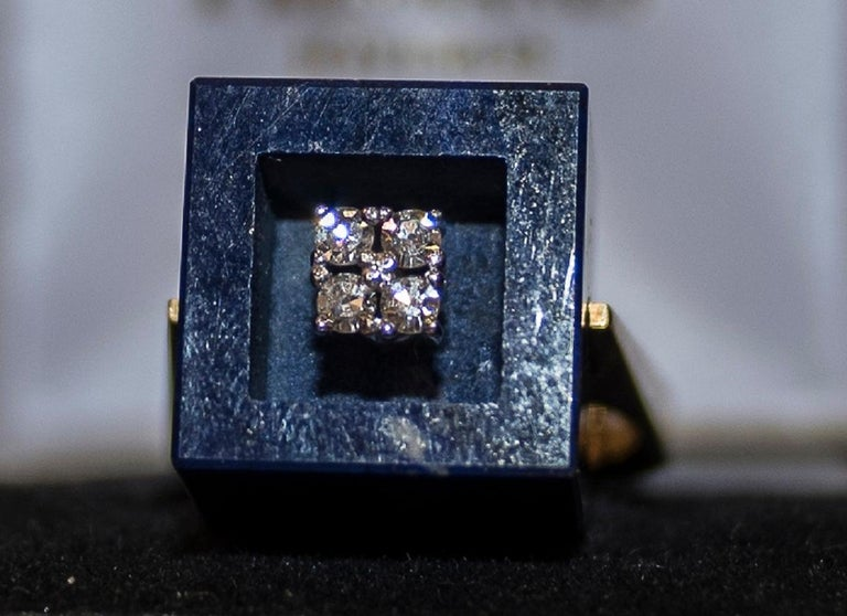 Mid-Century Modern 1970s French Yellow Gold Ring with Malaquita Stone in Cube Shape and 4 Diamonds For Sale
