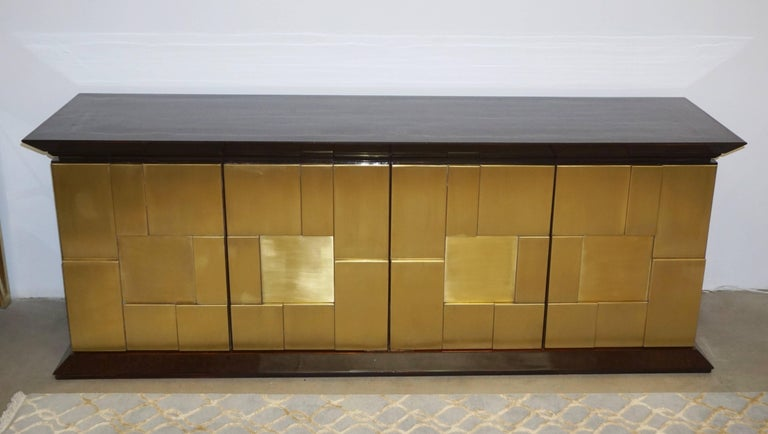 1970s Frigerio Italian Burl Walnut Sideboard with Brass Sculptural Relief Design For Sale 4