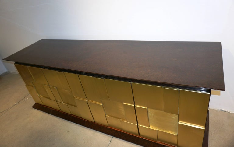1970s Frigerio Italian Burl Walnut Sideboard with Brass Sculptural Relief Design For Sale 1