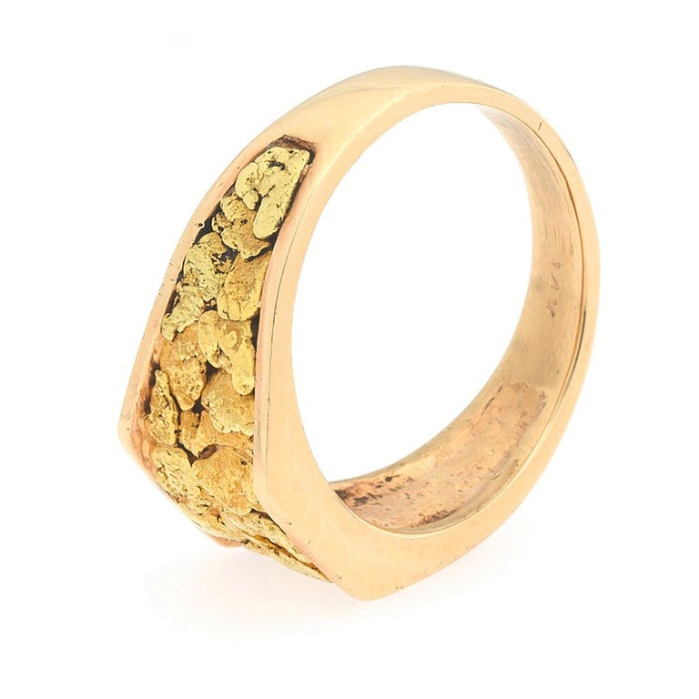 1970s Gentlemans 14 Karat Rose Yellow Gold Nugget Vegas Ring In Good Condition For Sale In Los Angeles, CA