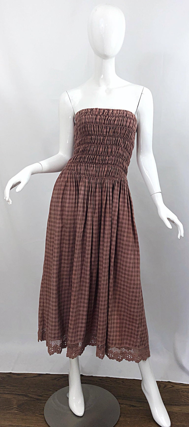 Chic vintage 70s GEOFFREY BEENE ' Beene Bag ' (his rare more risk taking label) checkered gingham dusty rose pink and brown crochet strapless midi dress! Features a stretch cinched bodice that flatters any shape or size. Dusty rose pink and brown,