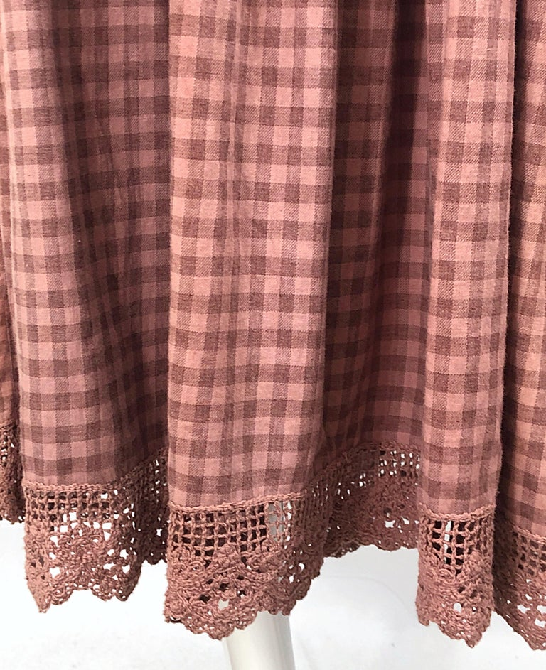 1970s Geoffrey Beene Dusty Rose Pink + Brown Crochet Strapless Ombre Midi Dress In Good Condition For Sale In Chicago, IL