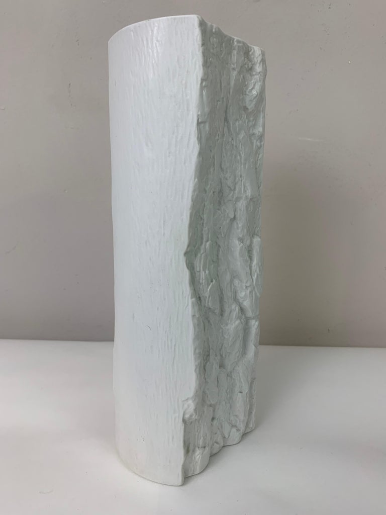 1970s German Op Art 'Bark' Matt White Bisque Porcelain Bareuther Vase In Good Condition For Sale In London, GB