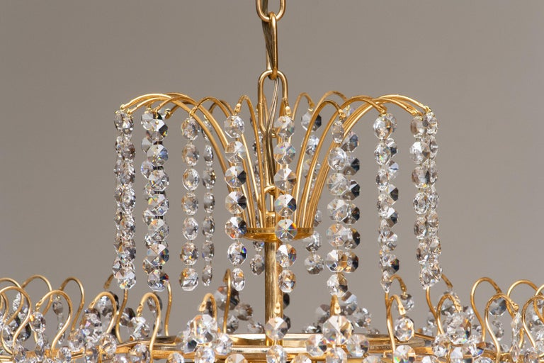 1970s, Gold-Plated and Faceted Crystal Chandelier Attributed to Rejmyre, Sweden In Good Condition For Sale In Silvolde, Gelderland