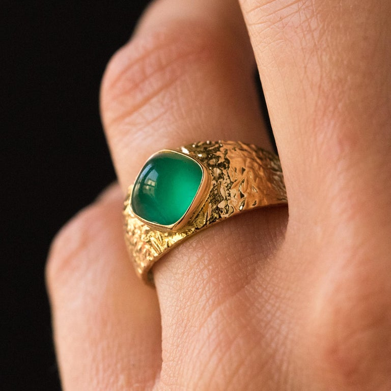 1970s Green Agate 18 Karat Yellow Gold Bangle Ring For Sale 5