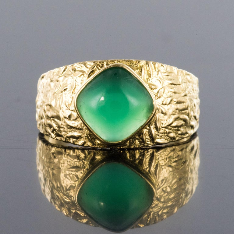 Retro 1970s Green Agate 18 Karat Yellow Gold Bangle Ring For Sale