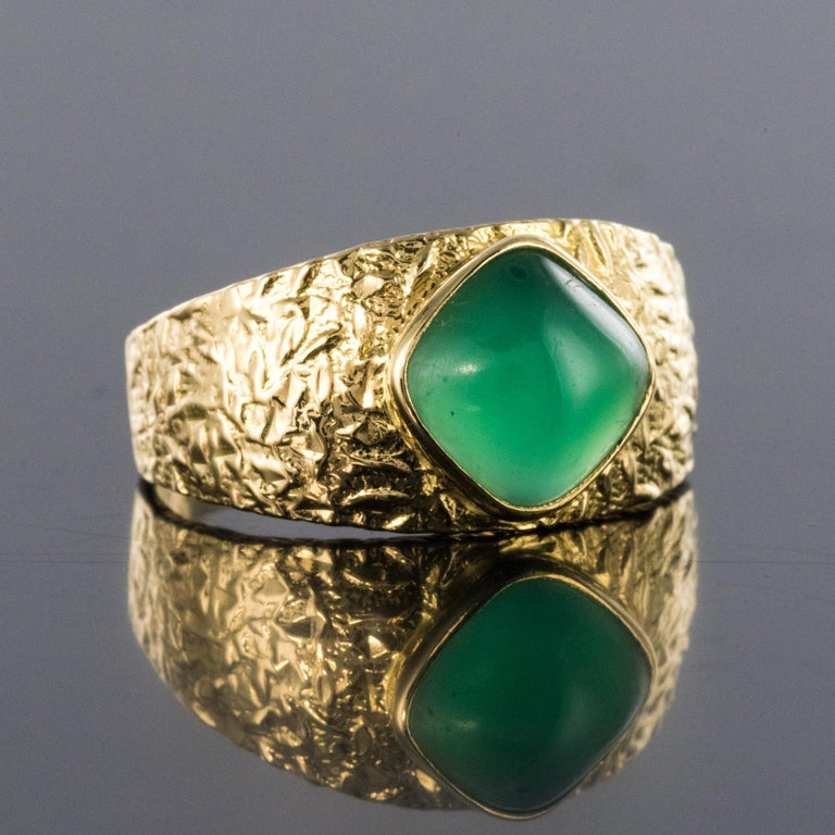 Rose Cut 1970s Green Agate 18 Karat Yellow Gold Bangle Ring For Sale