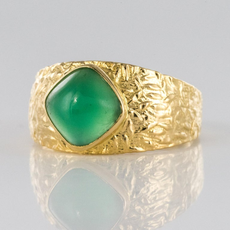 1970s Green Agate 18 Karat Yellow Gold Bangle Ring For Sale 1