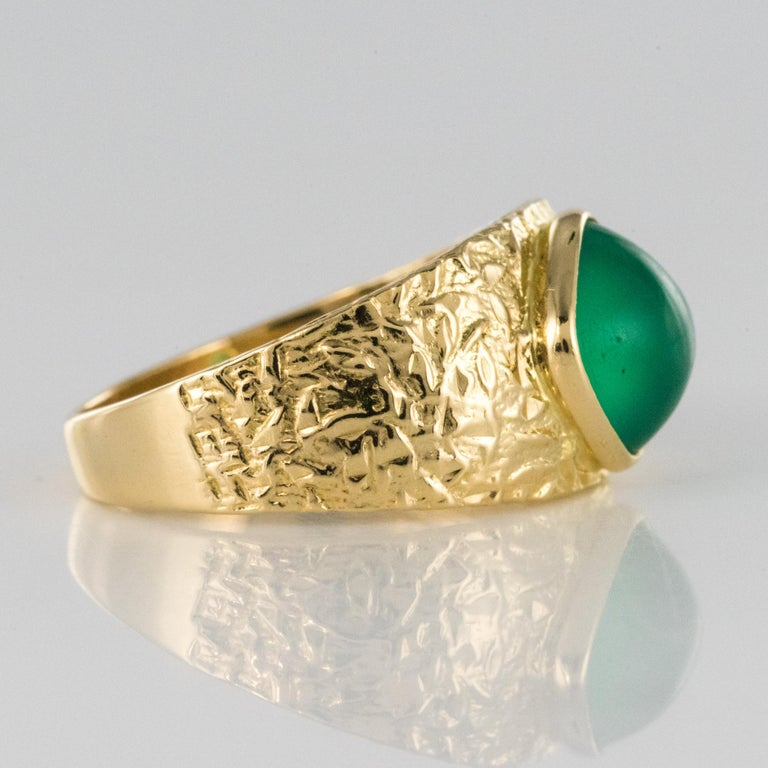 1970s Green Agate 18 Karat Yellow Gold Bangle Ring For Sale 3