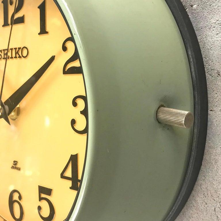 1970s Green Retro Seiko Vintage Industrial Antique Steel Quartz Wall Clock For Sale 5