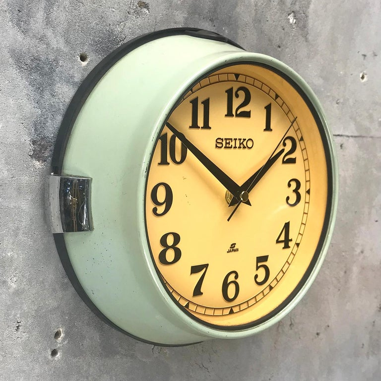 1970s Green Retro Seiko Vintage Industrial Antique Steel Quartz Wall Clock For Sale 2