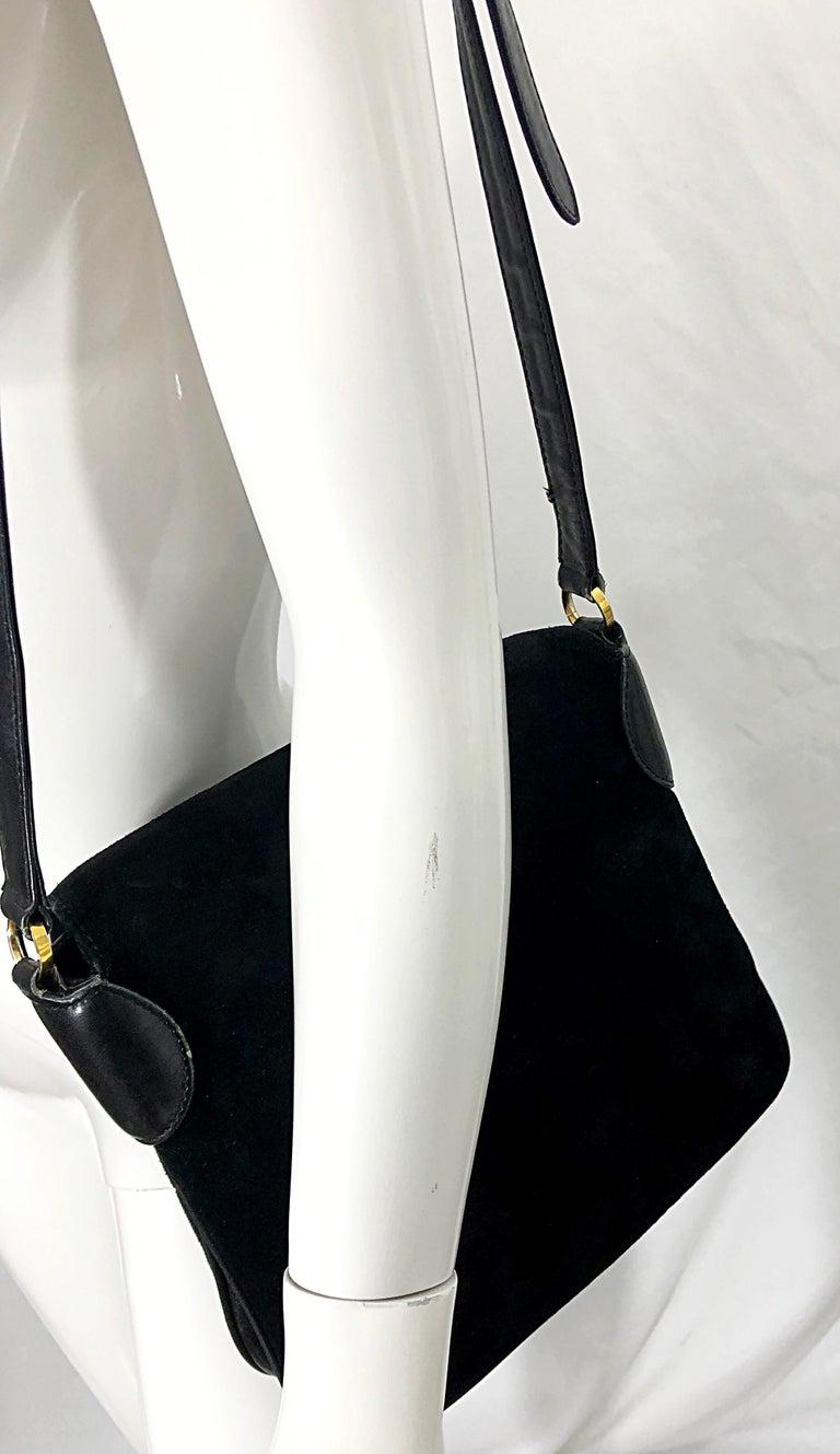 1970s Gucci Black Suede Tiger Clasp Large Vintage 70s Handbag Purse Shoudler Bag For Sale 2