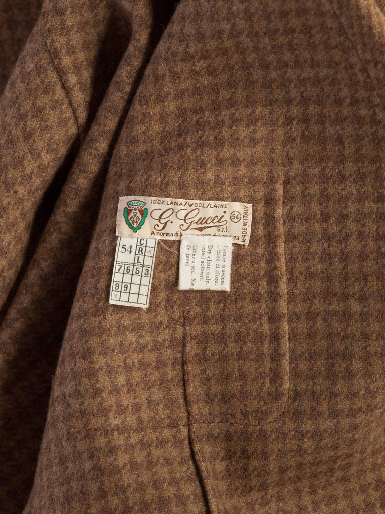 1970S GUCCI Wool Plaid Men's Tweed Blazer With Embossed Logo Leather Buttons For Sale 9