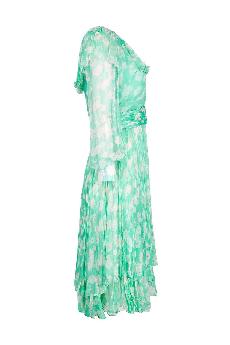 This charming 1970s printed silk chiffon dress in seafoam green and white, is labelled Harry Algo, Paris, and is in beautiful vintage condition. The dress is a simple shift cut, with darting below the bust and a neatly cinched waistline. There is a