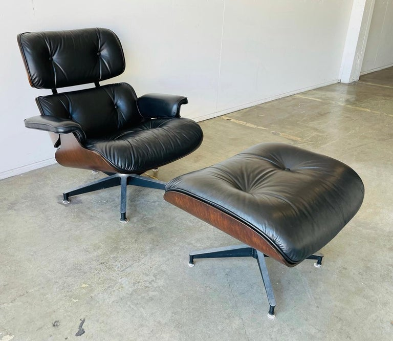 Mid-Century Modern 1970s Herman Miller Eames Lounge Chair and Ottoman For Sale