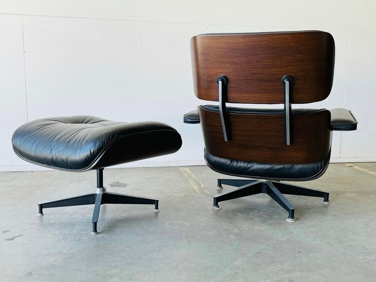 Leather 1970s Herman Miller Eames Lounge Chair and Ottoman For Sale