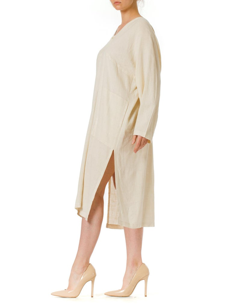 1970S ISSEY MIYAKE Ivory Linen Kaftan Shirt In Excellent Condition For Sale In New York, NY