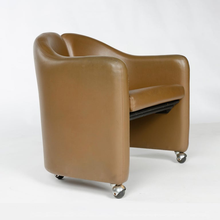 Late 20th Century 1970s Italian Barrel-Back Desk or Cocktail Chair by Eugenio Gerli for Tecno For Sale