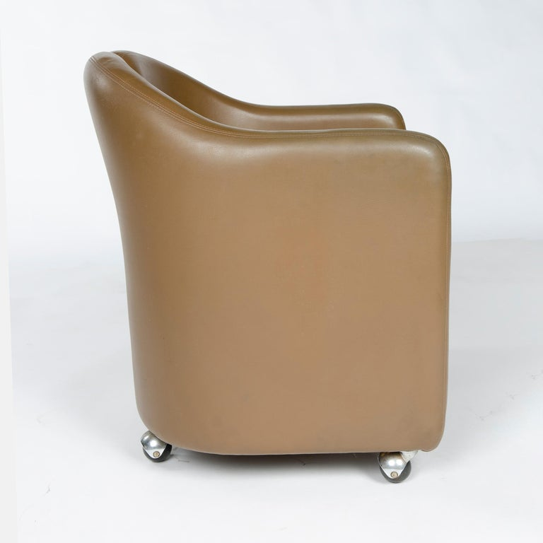 Upholstery 1970s Italian Barrel-Back Desk or Cocktail Chair by Eugenio Gerli for Tecno For Sale