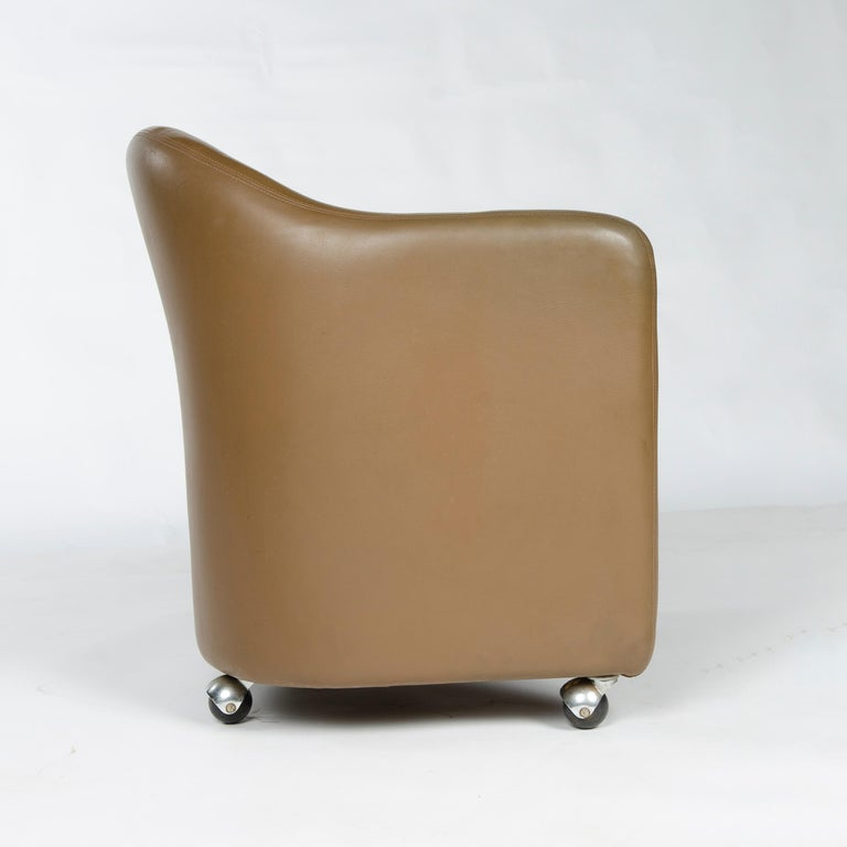1970s Italian Barrel-Back Desk or Cocktail Chair by Eugenio Gerli for Tecno For Sale 1