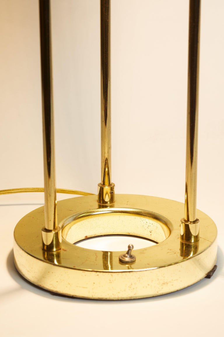 1970s Italian Brass and Glass Circular Table Lamp In Good Condition For Sale In Aspen, CO