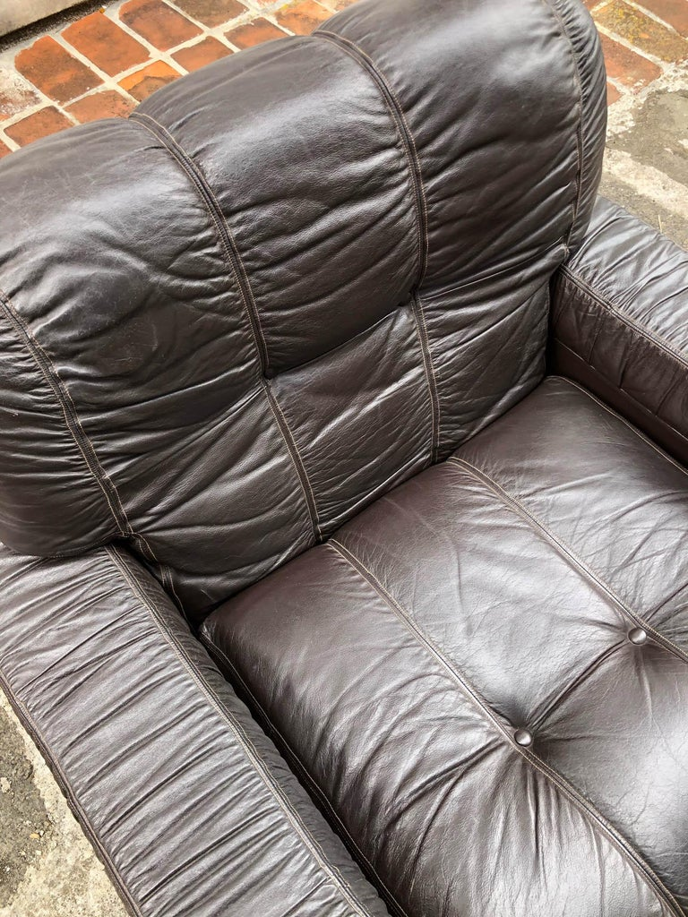 Late 20th Century 1970s Italian Brown Leather Sofa and Armchairs, Very Comfortable and Deep Design For Sale