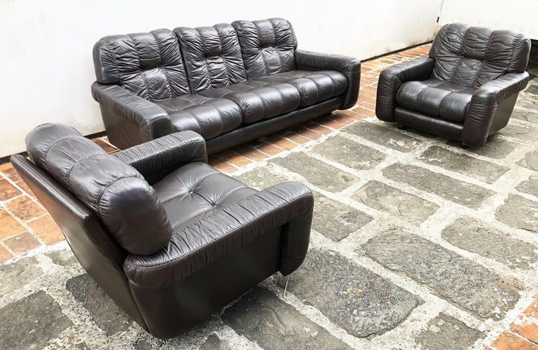 1970s Italian Brown Leather Sofa and Armchairs, Very Comfortable and Deep Design For Sale 3