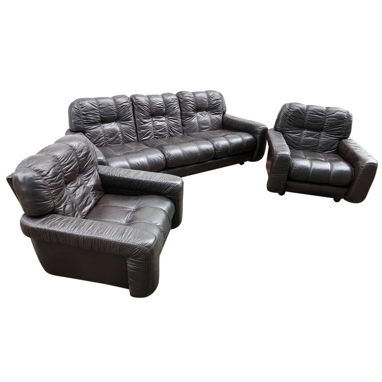 1970s Italian Brown Leather Sofa and Armchairs, Very Comfortable and Deep Design For Sale