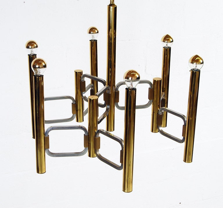 Superb 1970s modernist chandelier designed by Gaetano Sciolari for Sciolari Luce, Rome, Italy. In excellent original condition, although some minor tarnish on the polished brass and chrome radiused square pieces as you would expect. Electrically