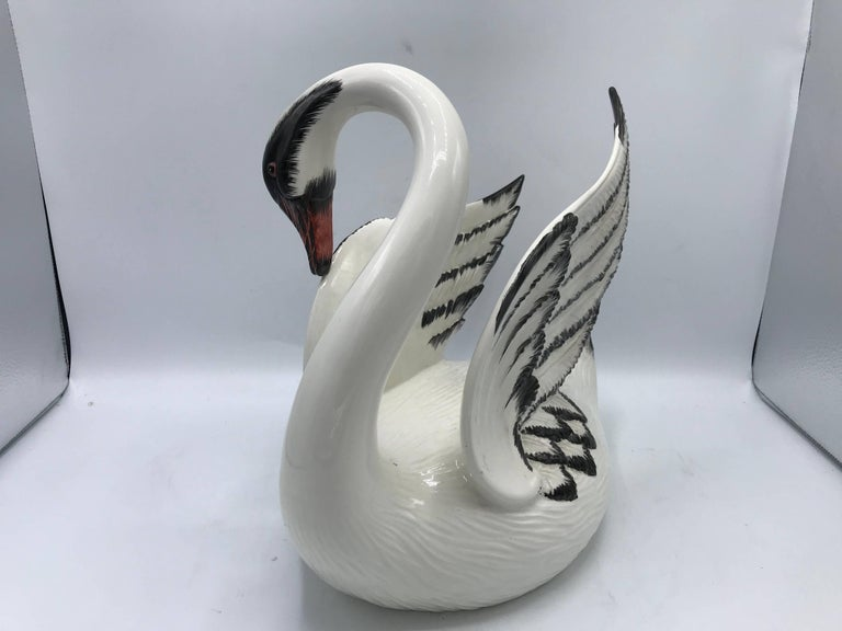 Hollywood Regency 1970s Italian Mottahedeh Ceramic Swan Sculpture For Sale