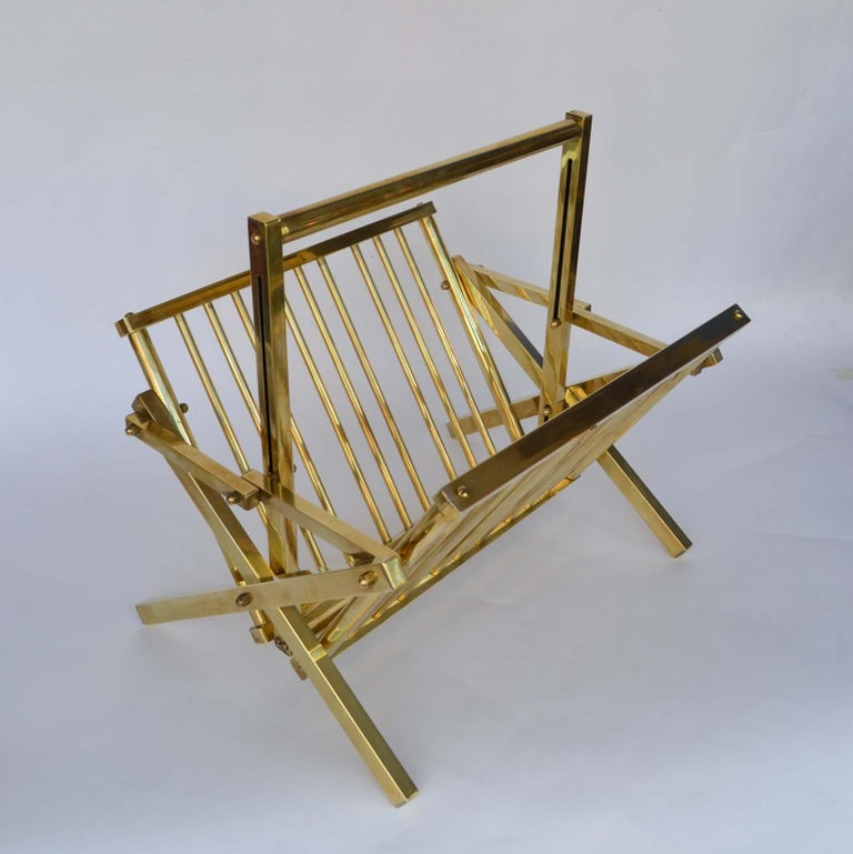 1970s Italian Polished Brass Magazine Rack In Excellent Condition For Sale In London, GB