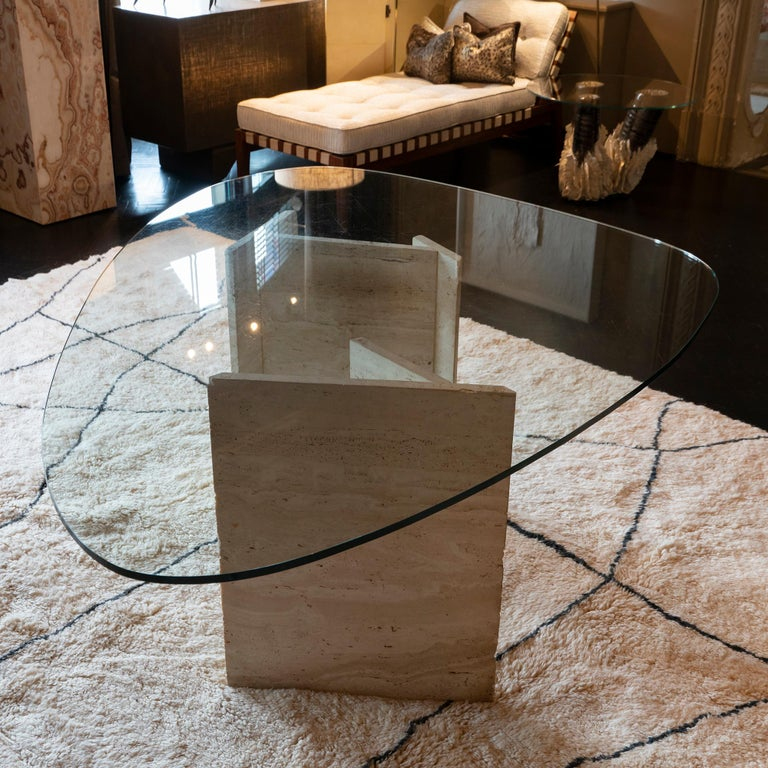 1970s Italian Travertine Center Table, Oval Shape Original Clear Glass Top In Good Condition For Sale In Firenze, IT