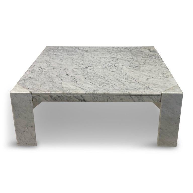 1970s Italian White Marble Coffee Table In Good Condition For Sale In London, London