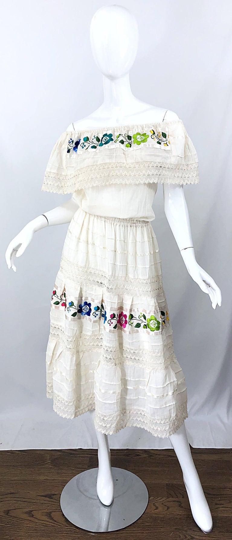 1970s Ivory Cotton Colrful Embroidered Flowers Off Shoulder Vintage Boho Dress For Sale 11