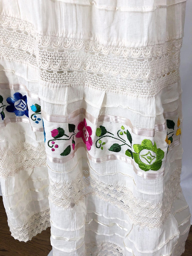 1970s Ivory Cotton Colrful Embroidered Flowers Off Shoulder Vintage Boho Dress In Excellent Condition For Sale In Chicago, IL