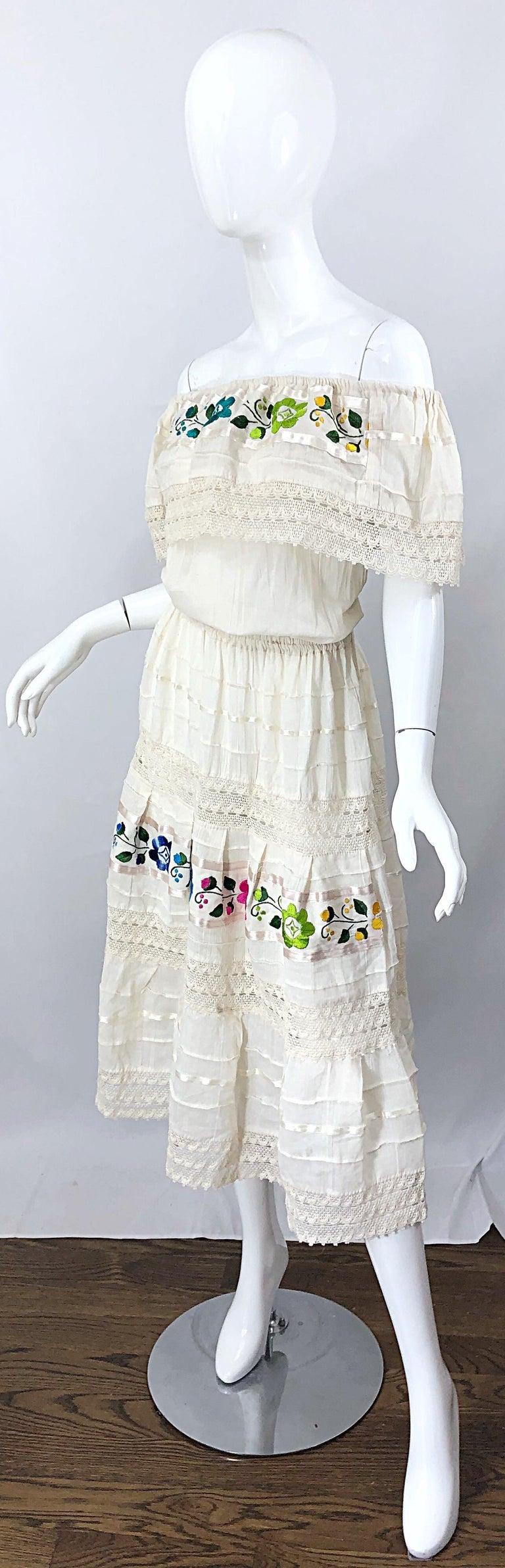 1970s Ivory Cotton Colrful Embroidered Flowers Off Shoulder Vintage Boho Dress For Sale 3