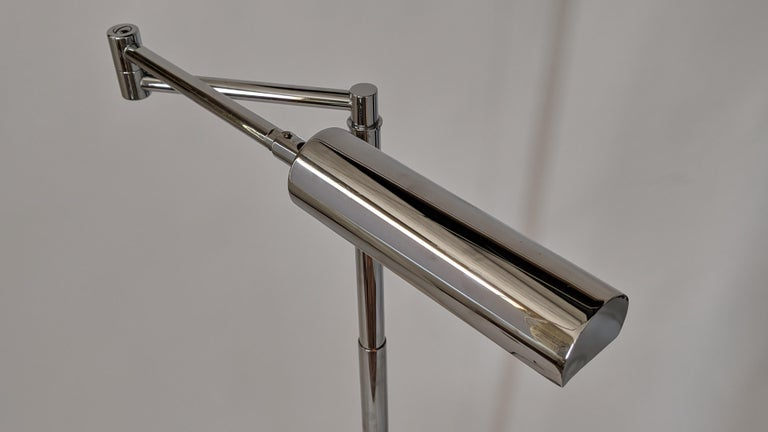1970s Koch & Lowy Swing Arm Telescopic Reading Floor Lamp, USA  In Good Condition For Sale In St- Leonard, Quebec