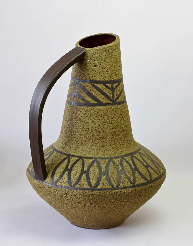 1970s Large Green Lava Glazed West German Pottery Floor Vase by Carstens Atelier In Distressed Condition For Sale In Landau an der Isar, Bayern