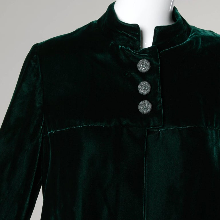 1970s Lilli Diamond Vintage Green Velvet Jacket with Feather Cuffs For Sale 1