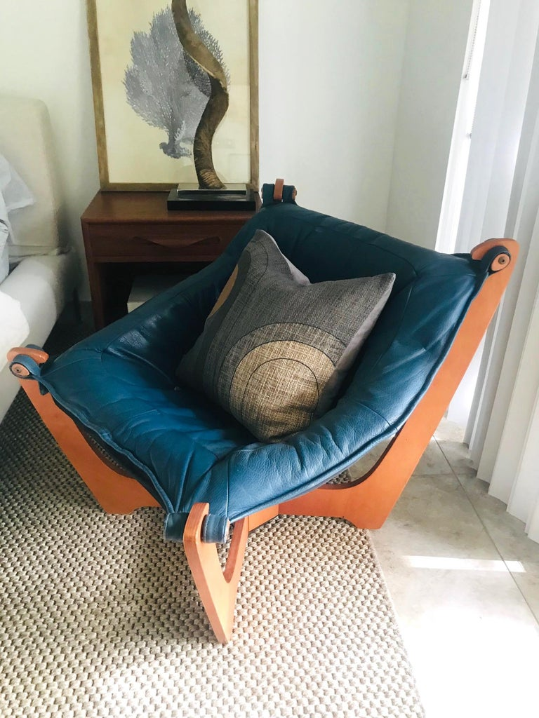 1970s Luna Lounge Chair by Odd Knutsen in Cadet Blue Leather, Norway For Sale 8