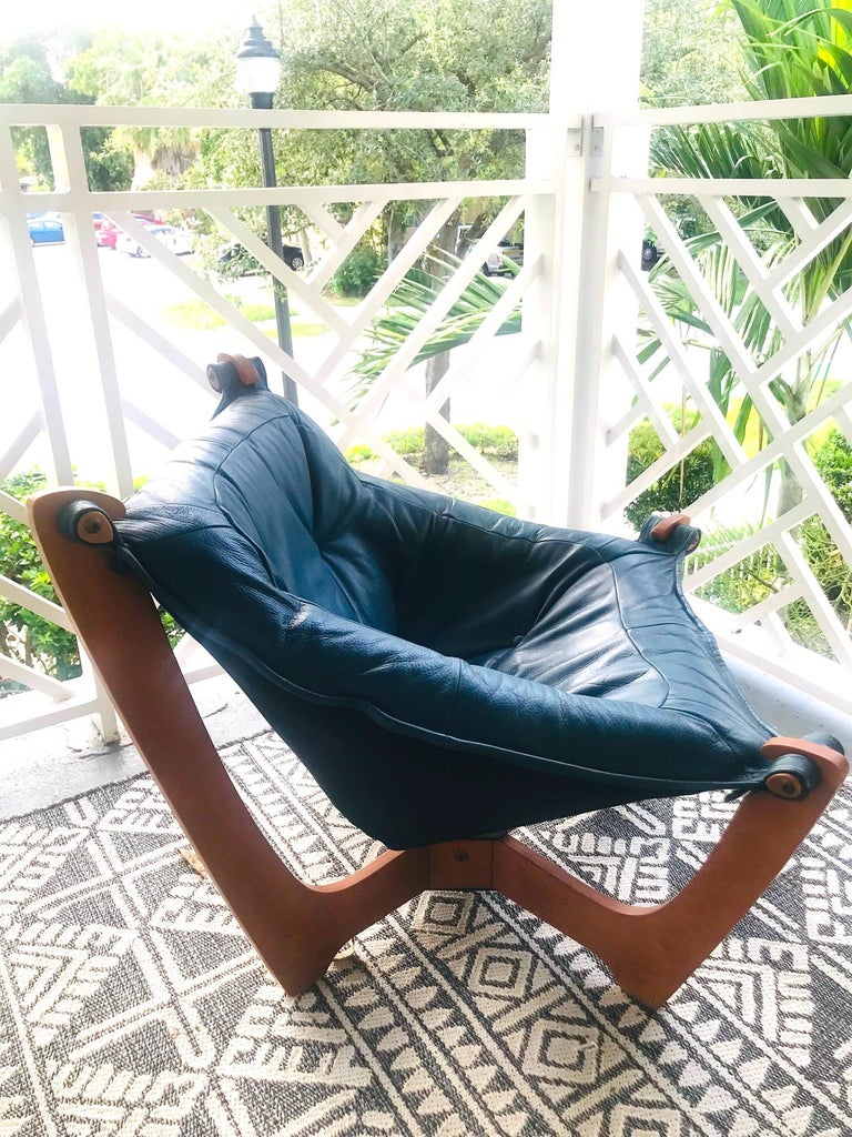 1970s Luna Lounge Chair by Odd Knutsen in Cadet Blue Leather, Norway For Sale 2