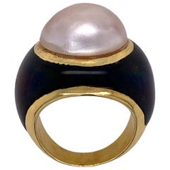 1970s Mabe Pearl Black Onyx 18 Karat Yellow Gold Cocktail Ring