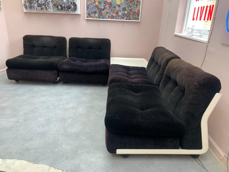 1970s C&B Italia 'Amanta' modular or sectional four chair sofa and coffee table designed by Mario Bellini in 1966. Produced in 1973. C&B Italia are known as B&B Italia today.   The four chairs are made from an enameled Fiberlite structure raised