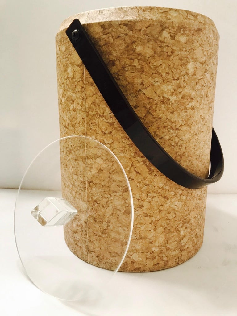 1970s Mid-Century Modern Cork and Lucite Tall Ice Bucket In Good Condition For Sale In Fort Lauderdale, FL